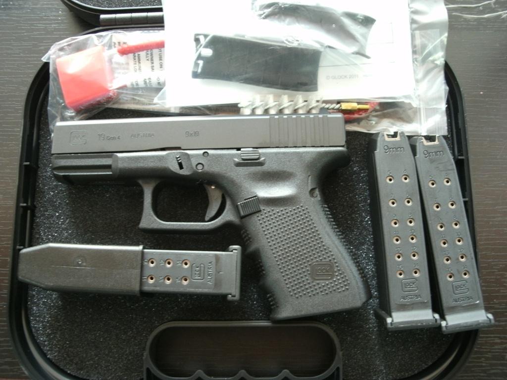 Semi auto pistols glock 19 9mm generation 4 for 4 box auto