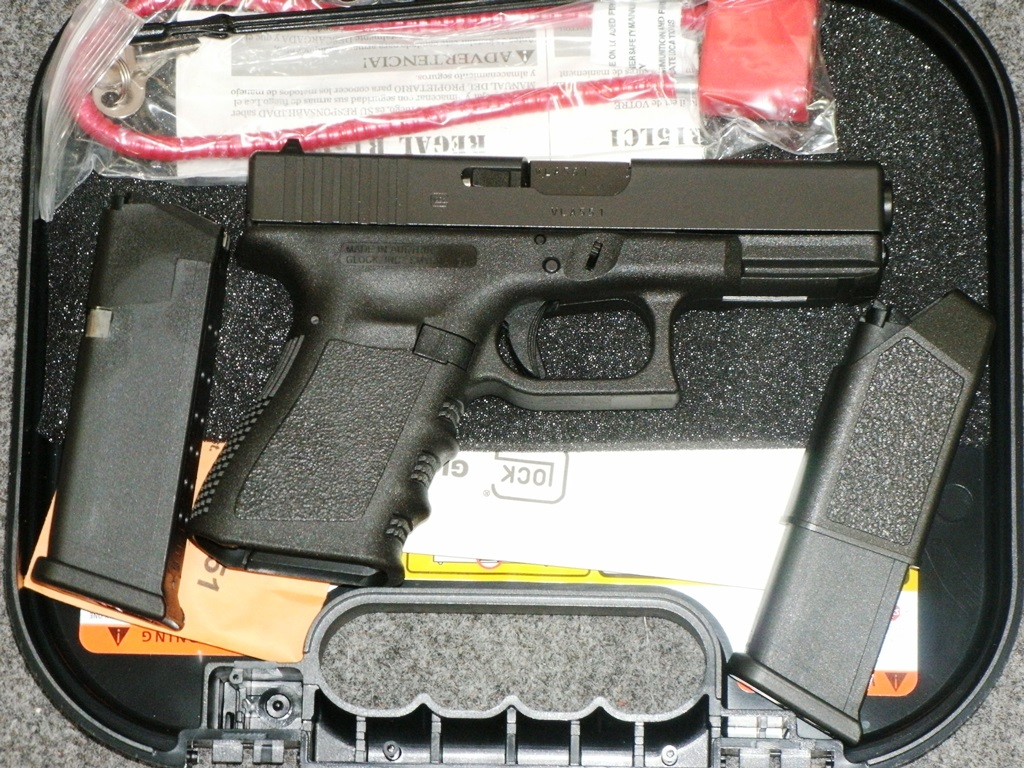 GLOCK 19 9mm Compact Pistol with fixed sights and 15rd mags.