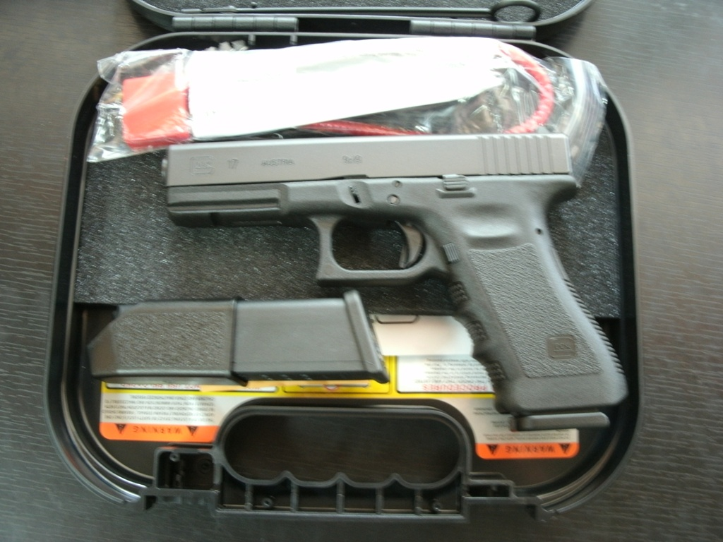 GLOCK 17 9mm generation 3 Pistol with 17rd magazines.