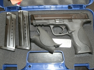 SMITH AND WESSON M&P 4.25inch 9mm 17rd mag Pistol.