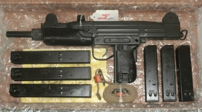 seecamps-and-uzi-9mm-pistols-0116